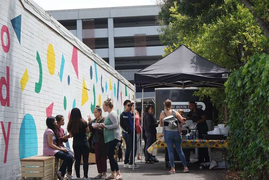 Kono Food Alley opens in Oakland, with a new food hall on the way - Most of Oakland's Telegraph Ave. booms with restaurants, but the stretch north of Uptown and south of Temescal is relatively sparse — a particular frustration for the many healthcare workers in the neighborhood.Read more at SFChronicle.com …