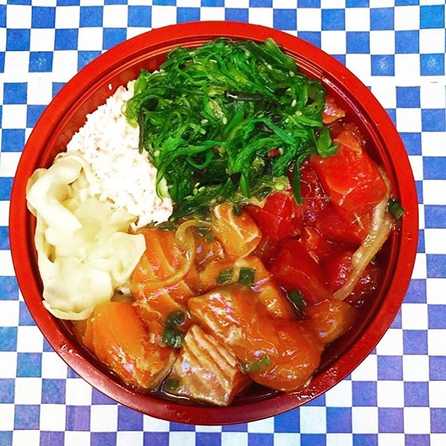 V excited about our new addition to the alley, coming in for our last two weeks on the Summer & Fall season on FRIDAY 10/18, MONDAY 10/21 and FRIDAY 10/25.  @freshcatchpoke serves fresh #poke bowls and more, out of San Jose and in Oakland for the alley schedule for a limited time. 🌮 open for lunch M-F @ 11a-2p ☕️ coffee M & F @ 8am 📍#konofoodalley, 3188 telegraph (at hawthorne ave & telegraph) oakland 94609 @tacosychelas.oak @freshcatchpoke @xingonesoakland @rhetoricoutsidecart  #eatcommongrounds #konofoodalley #foodhall #foodcourt #oakland #foodie #local #eatlocal #foodie #bayareafoodie #bayareaeats #eeeeeats #eater #infatuation #tastethisnext #foodbeast #foodiegram #chowhound #foodexplorers #feedfeed #forkyeah #foodgawker #oaktown #bringyourappetite #foodtruck #streetfood