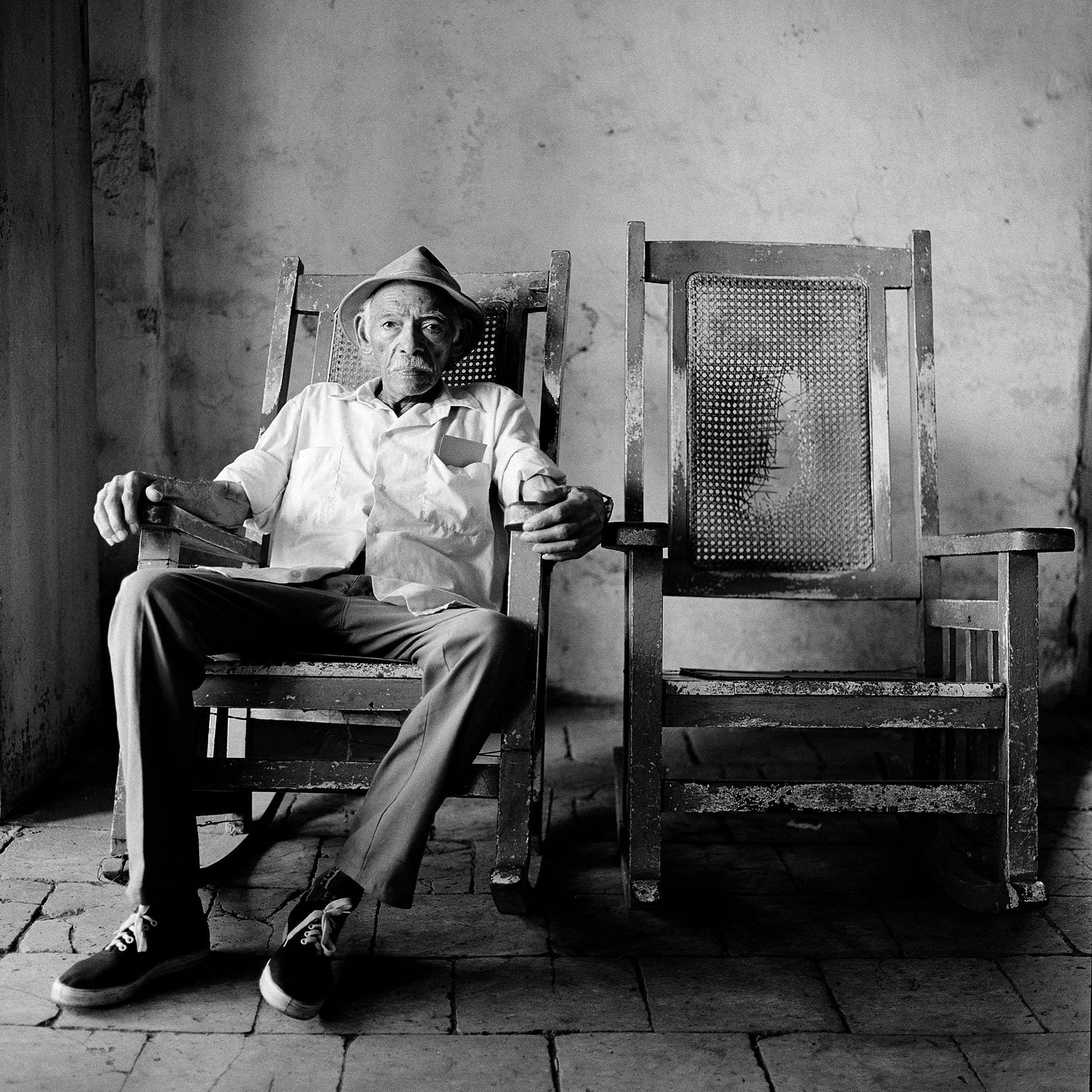 cuba_man_in_chair_2.jpg
