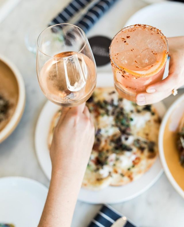 Cheers! Lunchtime with friends and family⁠ #theboathousegroup #barrenjoeyhouse #palmbeach #lunch #restaurant