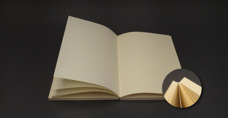 Hojas cosidas: la libreta abre por completo.