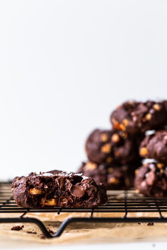 Chili Chocolate Almond Cookies | www.mackenziemjordan.com