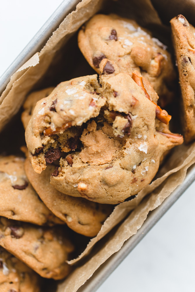 Chocolate Chip Peanut Butter Pretzel Cookies | www.mackenziemjordan.com
