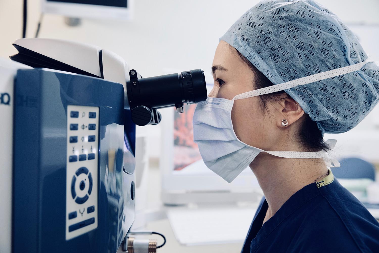 Dr Joanne Goh using the excimer laser.