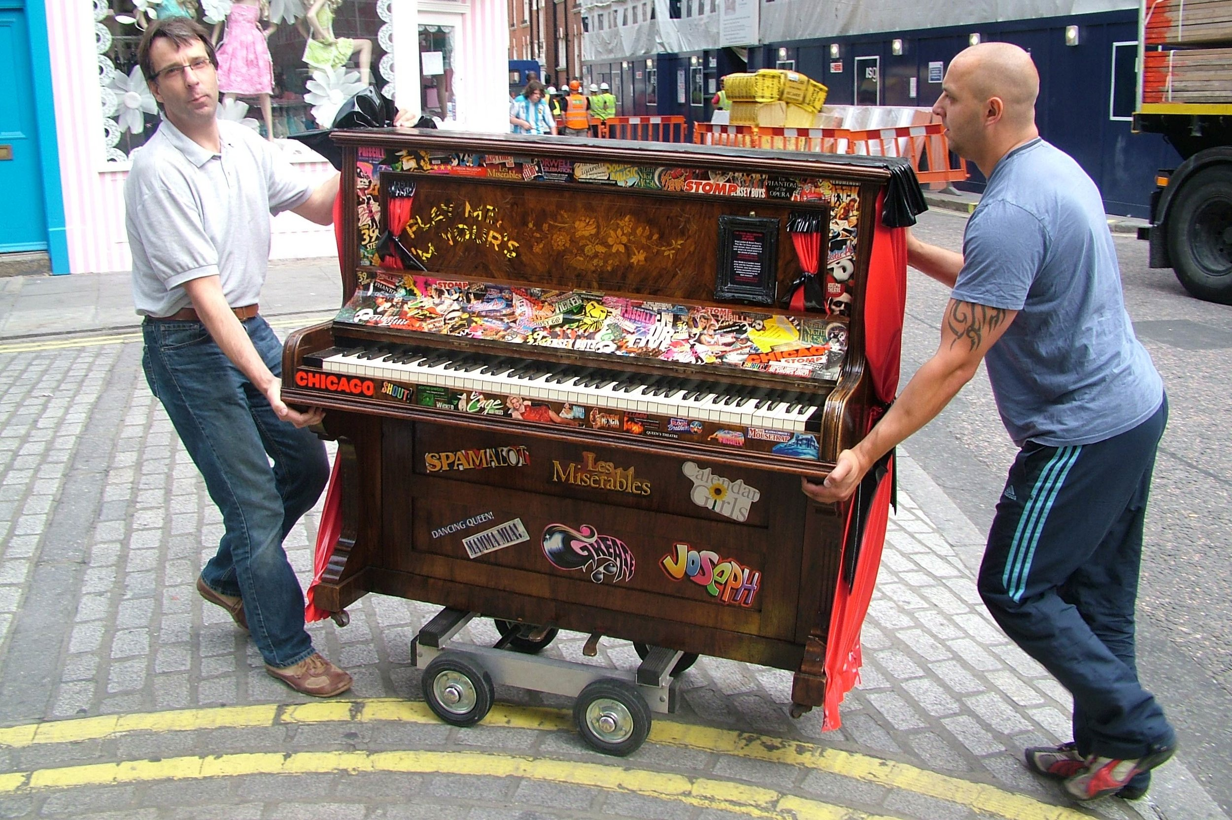 London-moving-streetpiano[1].jpg