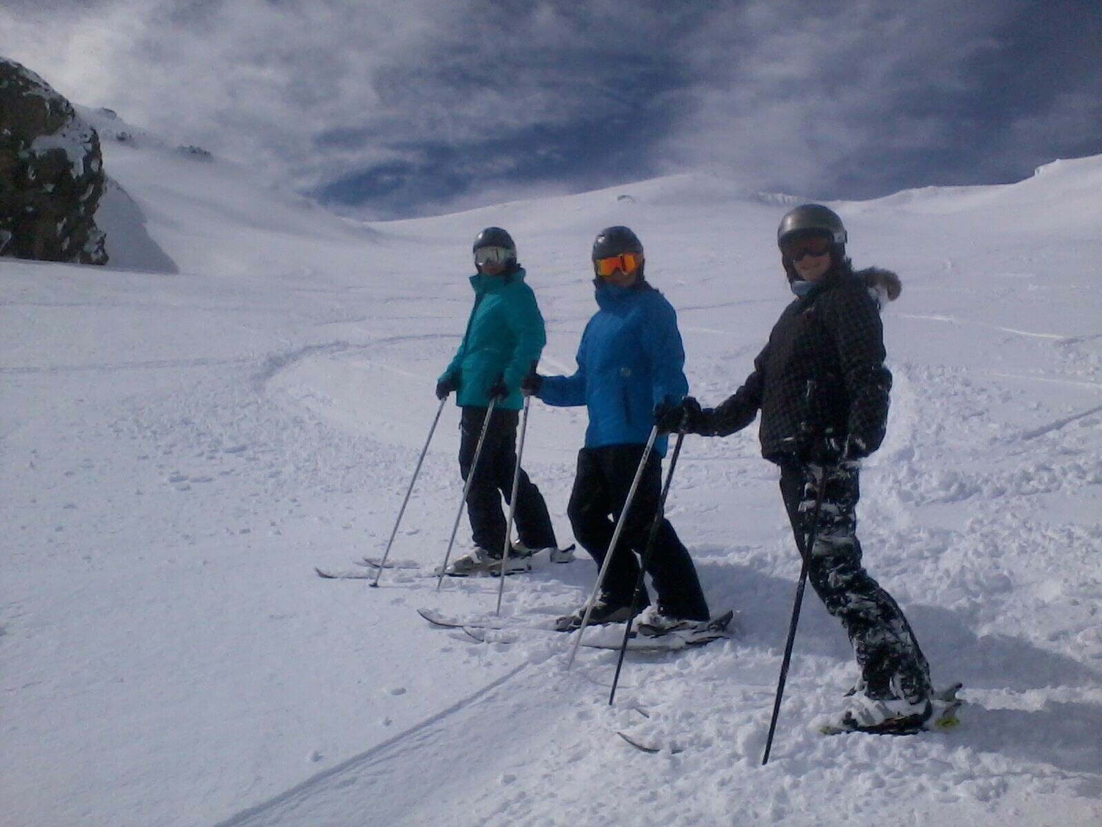 girls skiing.jpg