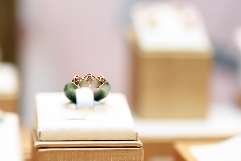 Choo Yilin Peranakan Trio Jade Ring (Rose Gold)
