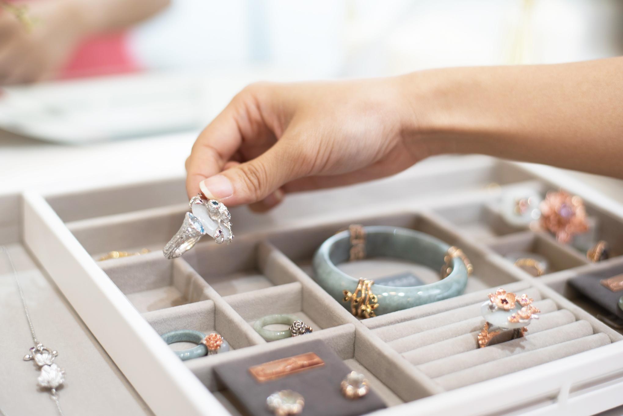 Stackers White Medium Jewellery Slider
