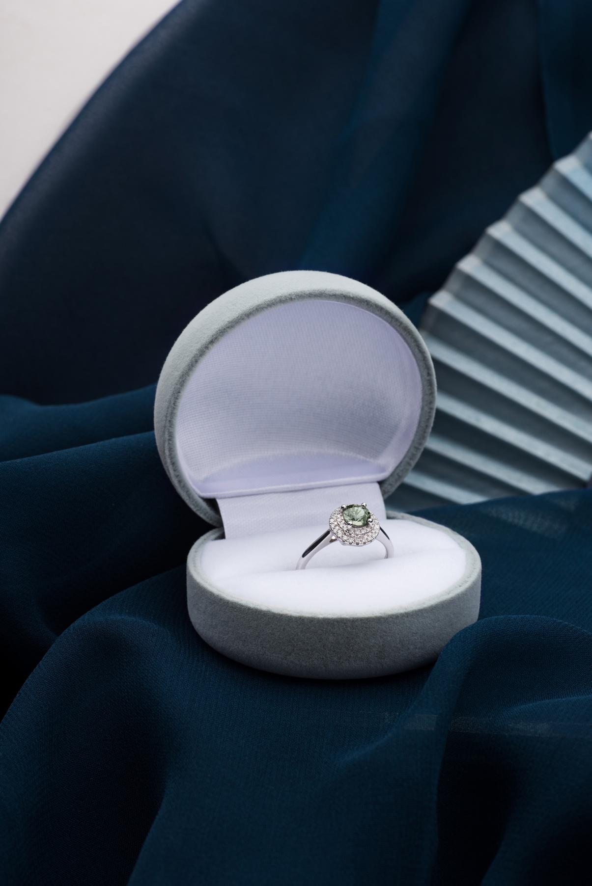 180921_Engagement-Ring_Sapphire_Flat-Lay-1671.jpg