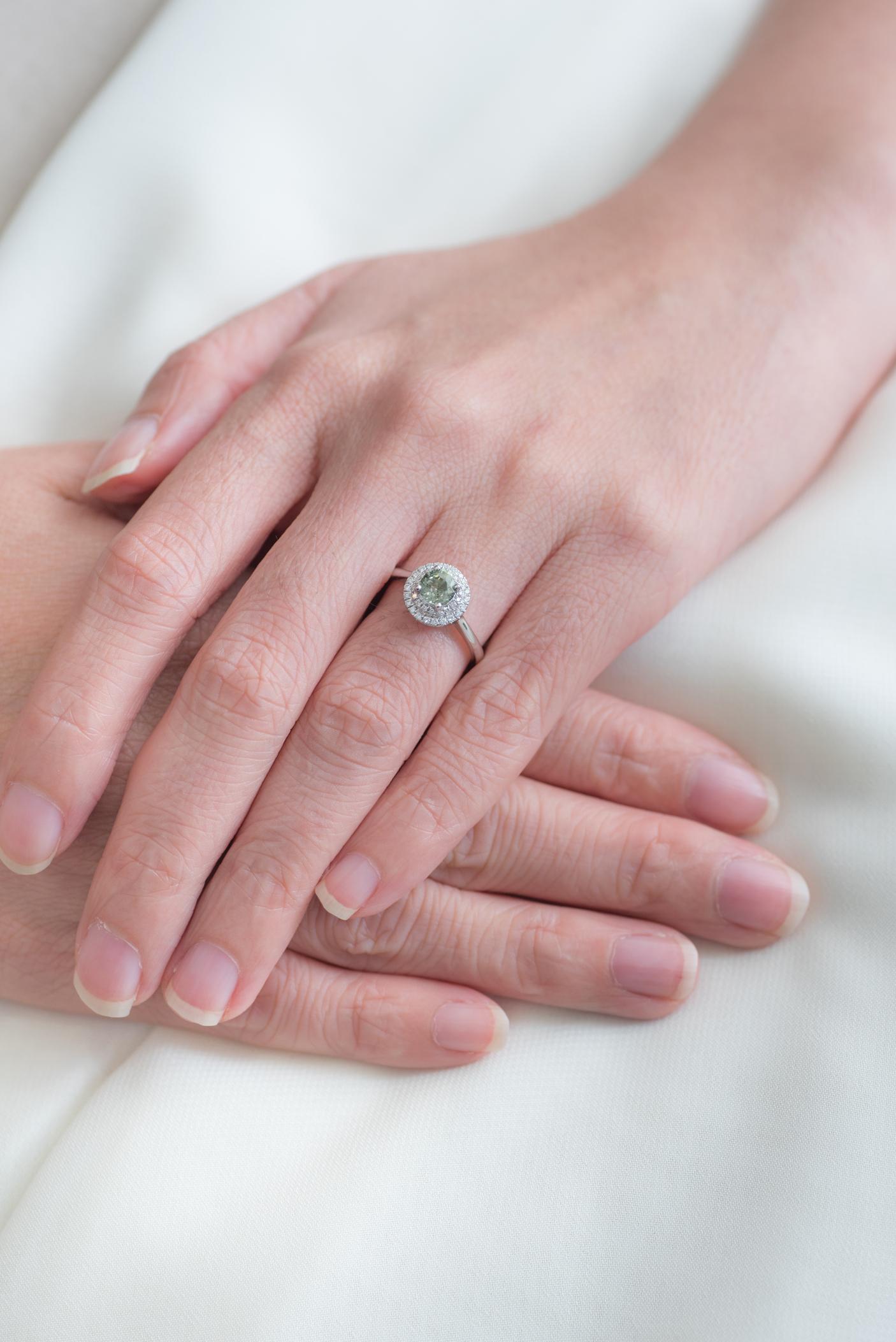 180919_Engagement-Ring_Sapphire_Lifestyle-1174.jpg