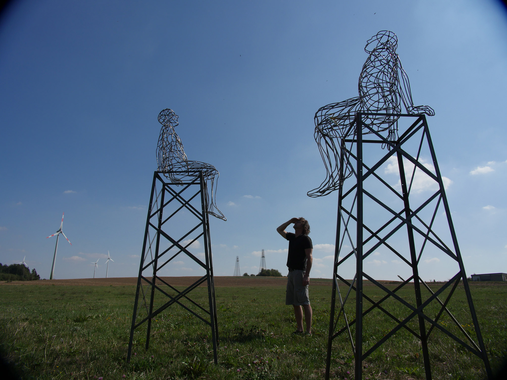 Andreas Hetfeld entwickelte im Rahmen des Echtzeitkulturprojektes 2 Skulpturen als Modelle im Maßstab 1:5 für eine mögliche Landmarke am Rand der Westlausitz, Foto: Martjin Schinkel © ORLA e.V.