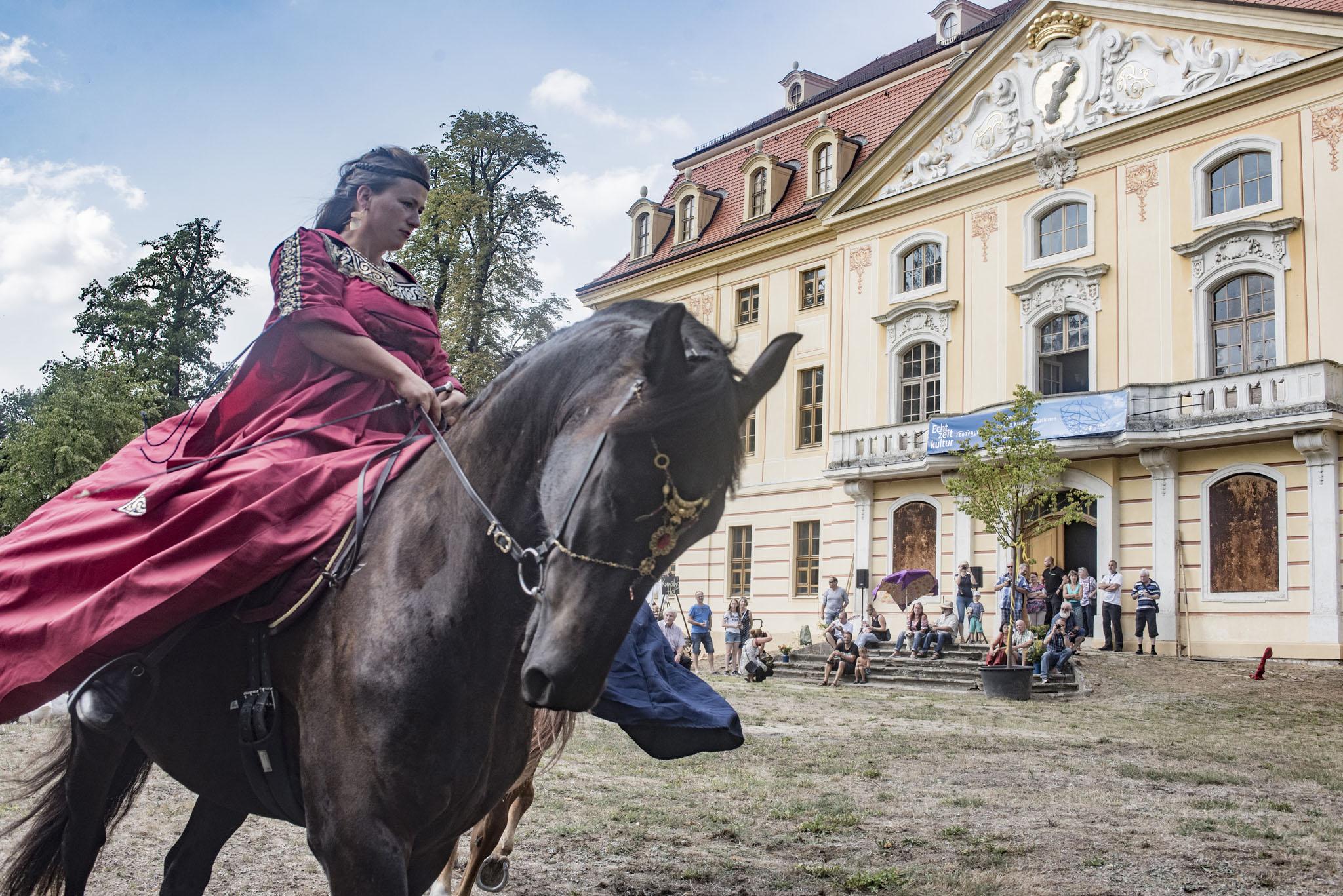 Barockreiterei des Wunder Land e.V.  vor dem Wasserschloss Wachau am 18. August 2018. Foto: René Plaul © ORLA e.V.