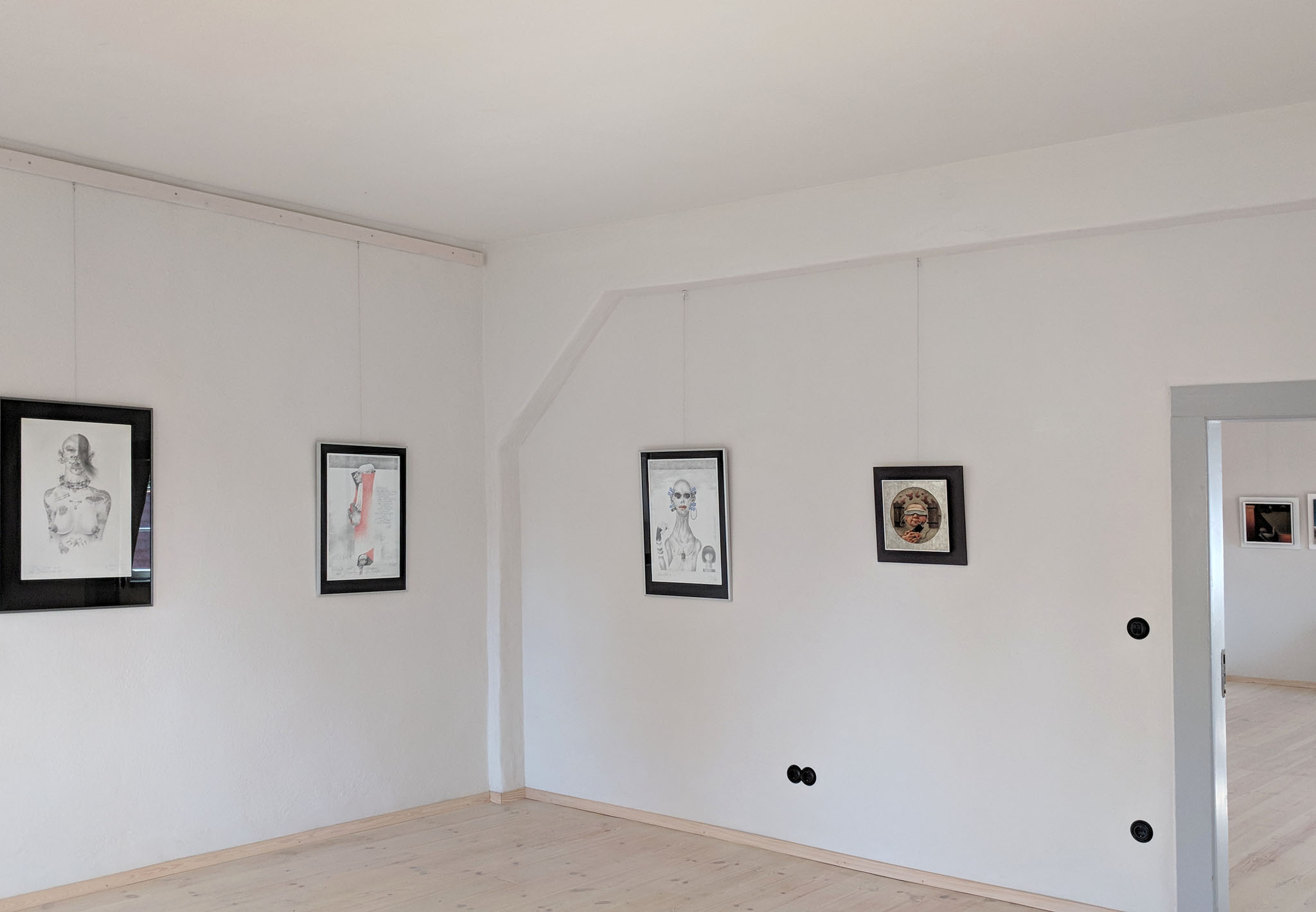 O66_Ausstellung_Werner_Juza_Erinnerungen_Raum_Gesellschaftsprotraits_der_Gegenwart_02_2048px.jpg