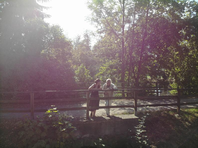 Werner Juza - Zeitzeugeninterview im Schloßpark von Wachau mit der Kuratorin Sabine Zimmermann-Törne. Aufnahmen: René Plaul, 2018
