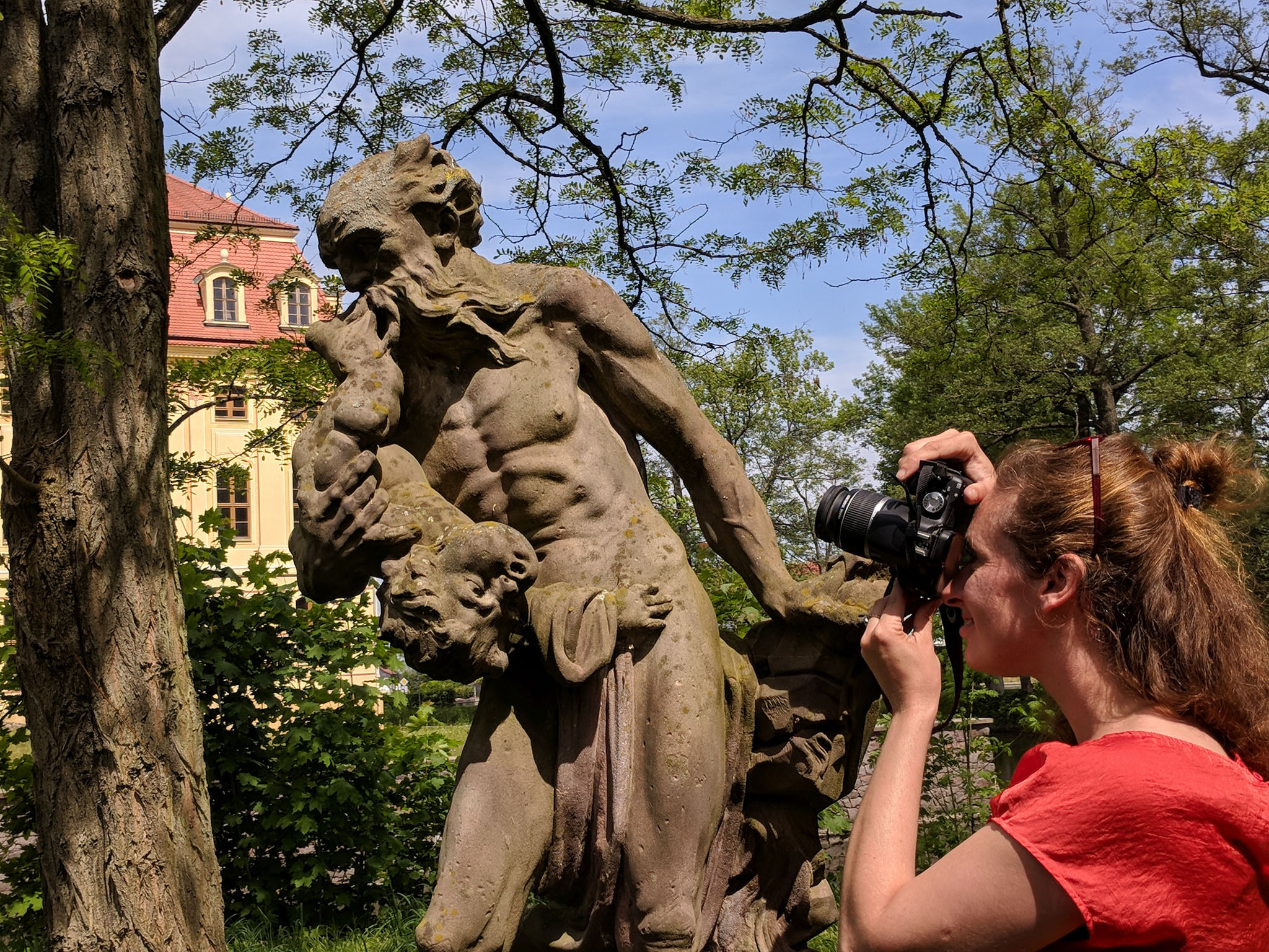 Barockschloss Wachau  , Park mit Chronos-Skulptur