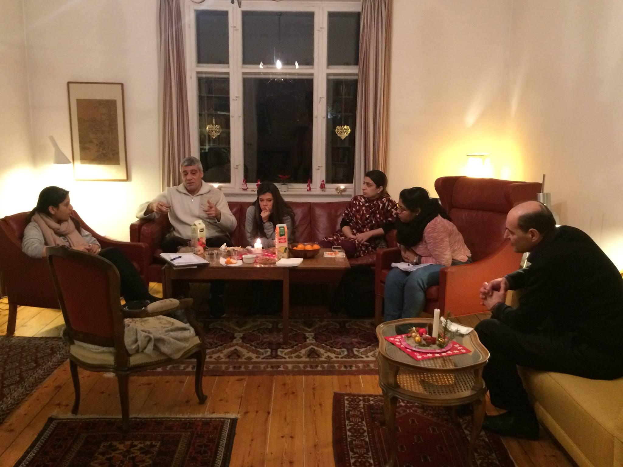 """Cafémøde mandag d. 18. december 2017. Temaet var """"Hvad er en tillidsrepræsentant og hvad kan man bruge dem til?"""".Efterfølgende fik vi et spændende indblik i hvilke arbejdsforhold de har arbejdet under i bl.a. Syrien og Pakistan."""