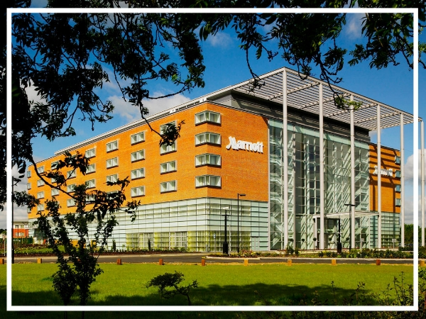 Leicester Marriott Hotel - 4* City Centre HotelThe Leicester Marriott Hotel is a great choice for a team building event in Leicester. Located just minutes from the M1, the hotel boasts modern facilities including 20 meeting rooms capable of holding up to 500 delegates and 227 luxury bedrooms.
