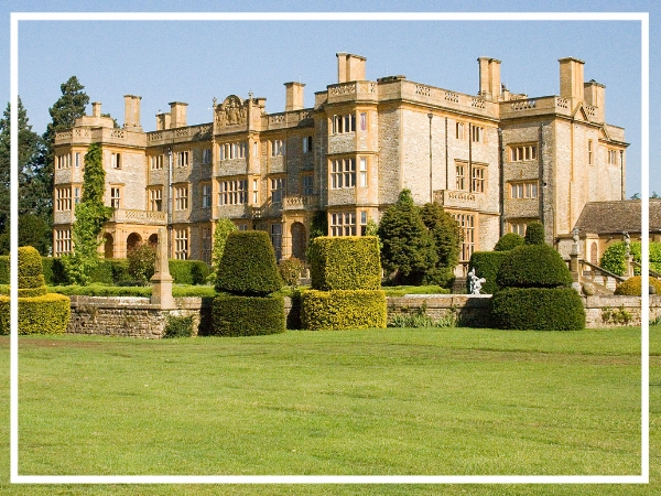 Eynsham Hall - Country House HotelBlending elegant period features with modern design twists, Eynsham Hall is a stunning choice for your next team build in Nottingham. Surrounded by 3000 acres of rolling parklands, the hotel has dedicated 47 of these acres to team building as well as offering 40 meeting rooms.