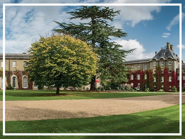 De Vere Beaumont Estate - Hotel & Conference CentreDe Vere Beaumont Estate is a majestic hotel and conference venue set in historic Windsor. Just 15 minutes from London Heathrow and set in 40 acres of parkland, the hotel offers 75 conference and event spaces alongside over 400 luxury guest rooms.