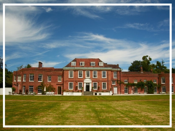 Stoke Place - 4* Country HotelA modern country house with four star luxury, Stoke place offers a home away from home environment. Surrounded by 26 acres of parkland that is abundant with wildlife, the hotel also has great conference facilities.