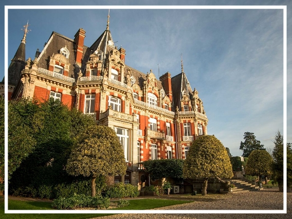 Chateau Impney - 4* HotelThe Chateau Impney stands majestically in 150 acres of surrounding parkland. Combining the style and grandeur of the Chateau itself with modern purpose built conference facilities this venue provides a peaceful and secure, green environment.