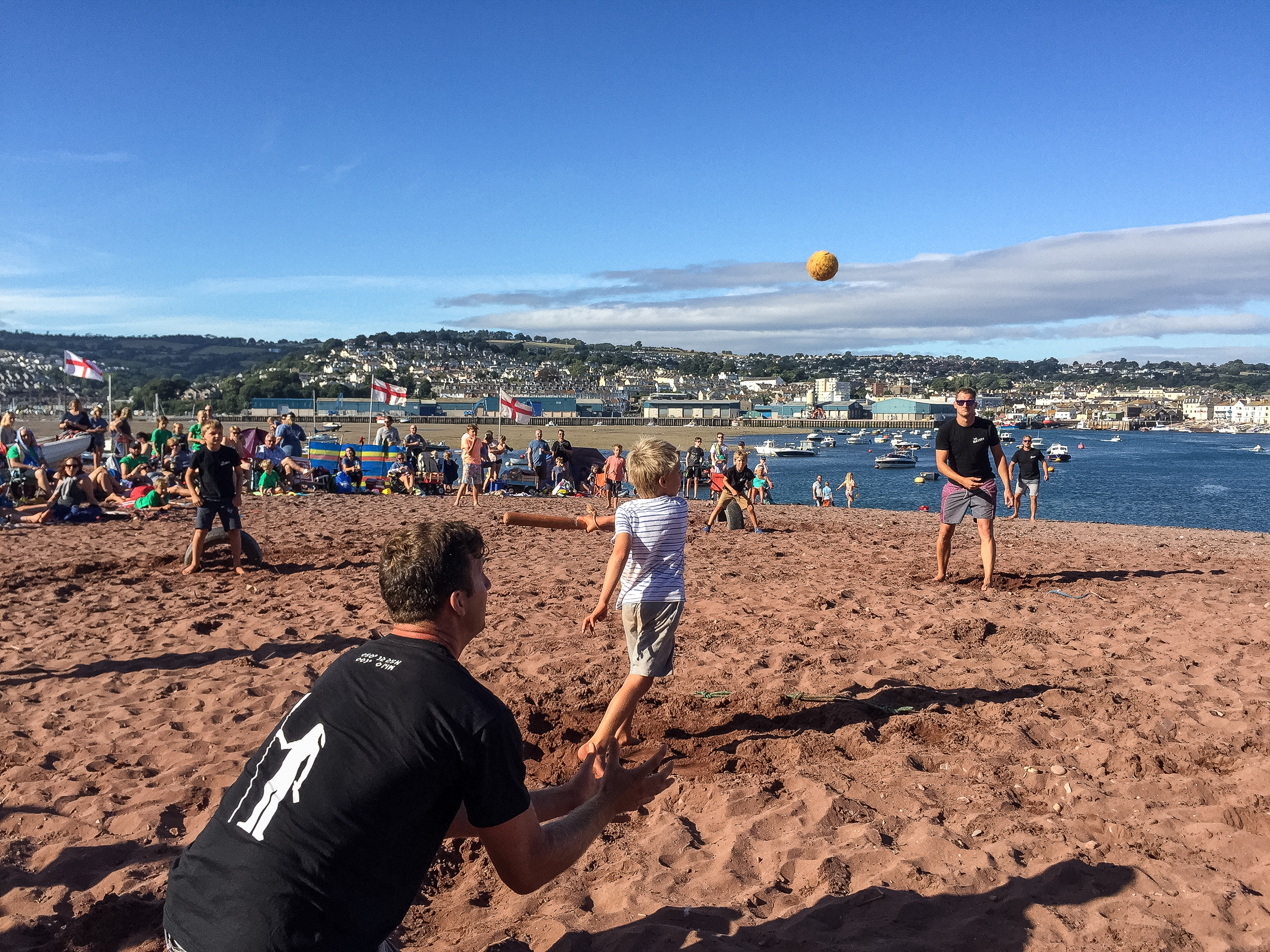 Beach rounders - Teams are made up of six players with at least three players under 12 years of age or all female. It's a knockout competition, played to Shaldon Rules and usually fiercely contested! You must register your team from the first Sunday of regatta week as entries are limited. Look at the programme for more details.
