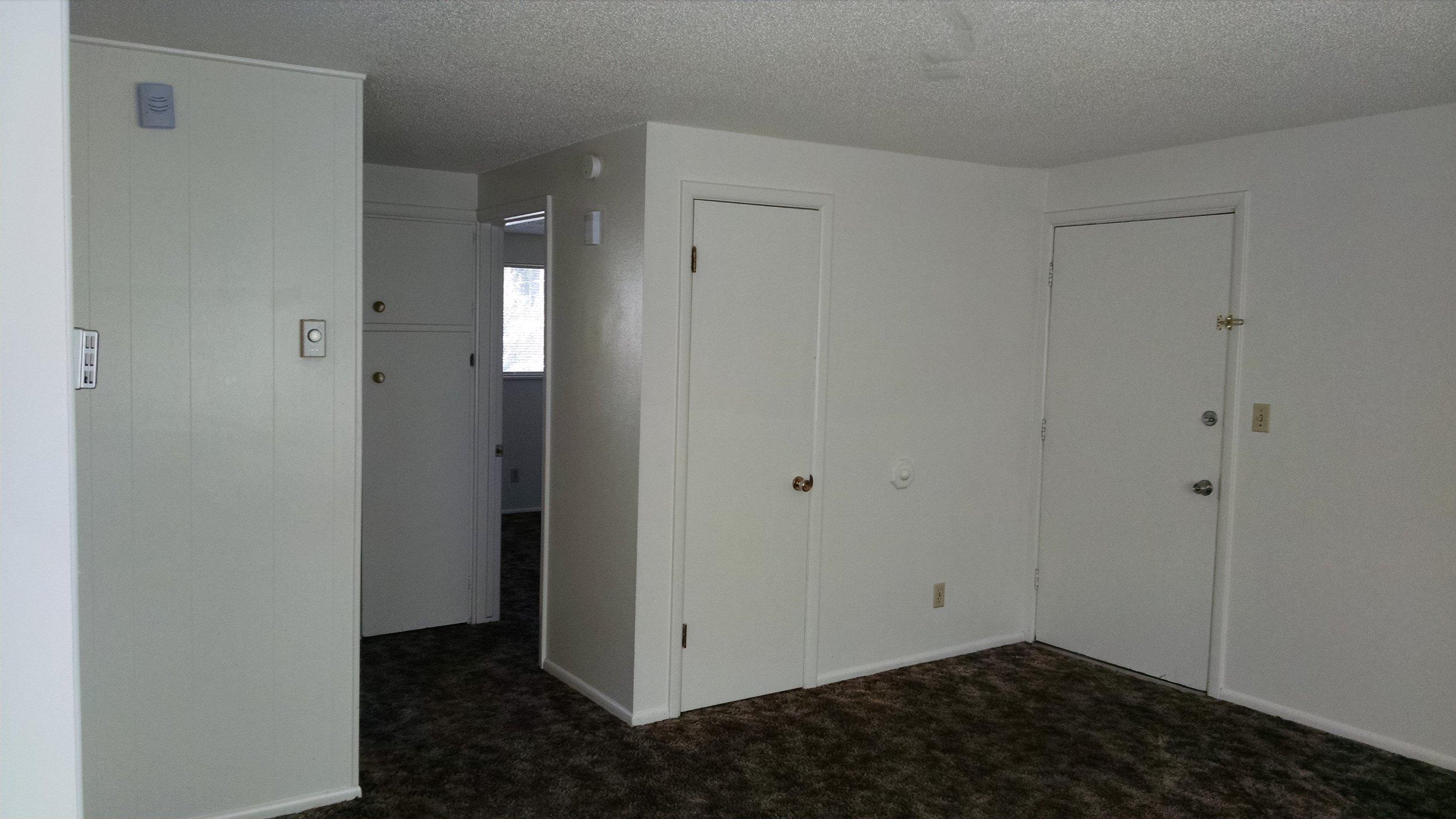 Lynn # 6 Living room (2).jpg