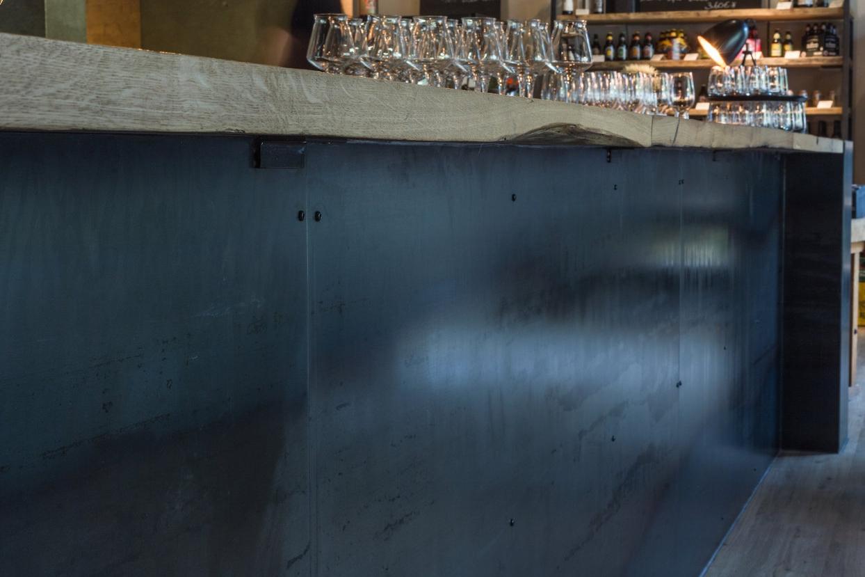 Massivholzplatte-als-Bar