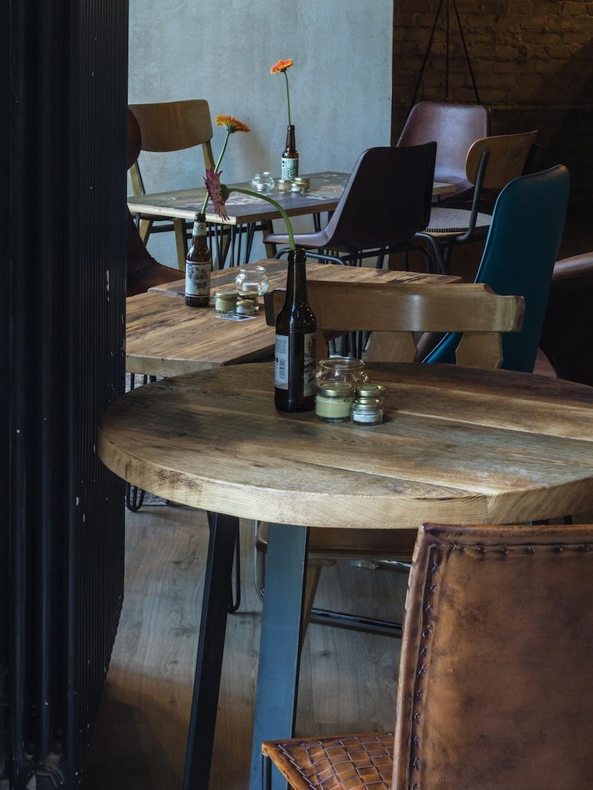 Massivholzmöbel-von-Woodboom-für-Meisterstück