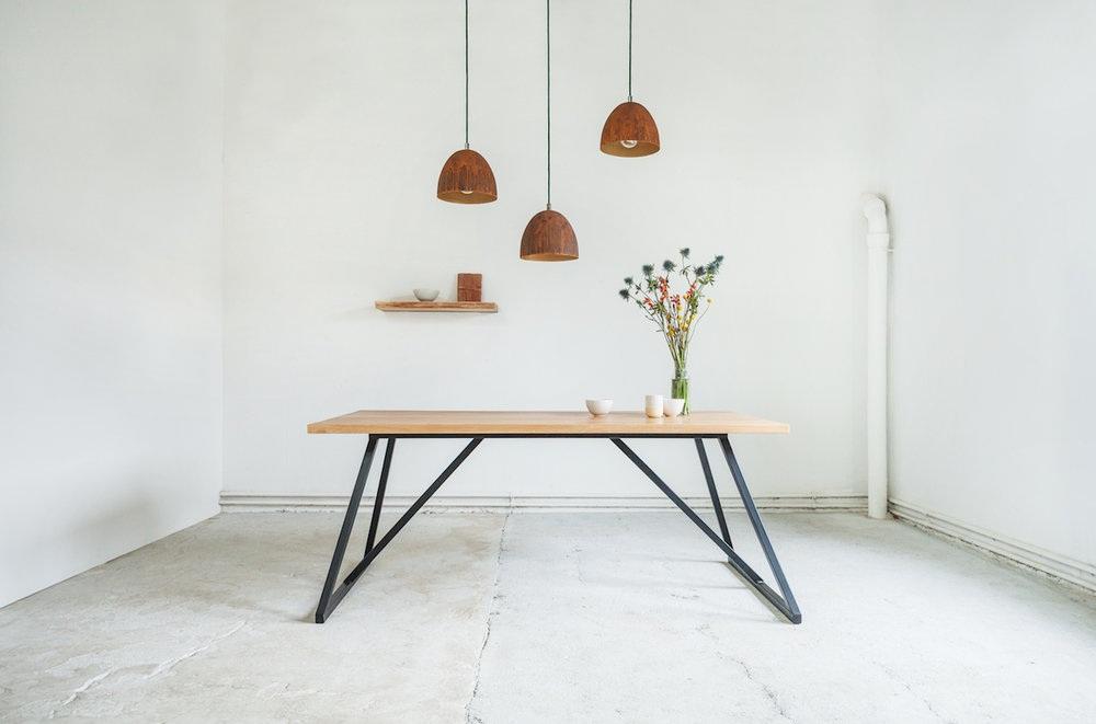 Massivholztisch Corinna mit Eichentischplatte.jpg