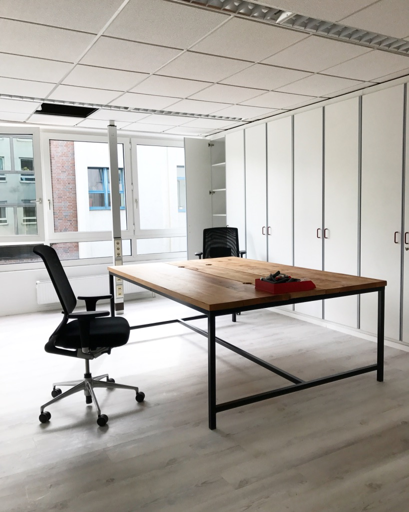 Schreibtische aus Massivholz .jpg