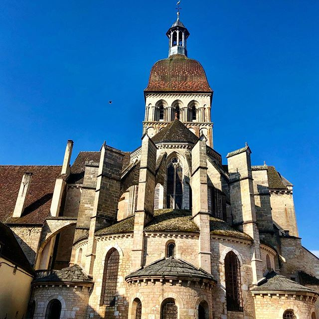 This is the back of La basilique Notre-Dame de Beaune which is also the view out of the Lead With Love France Office!  This beauty was built in the middle of the xii century and is classified as a historical monument. We think that if you go inside all your signs will be erased 😉  You can join us Sunday morning if you are coming to the retreat!
