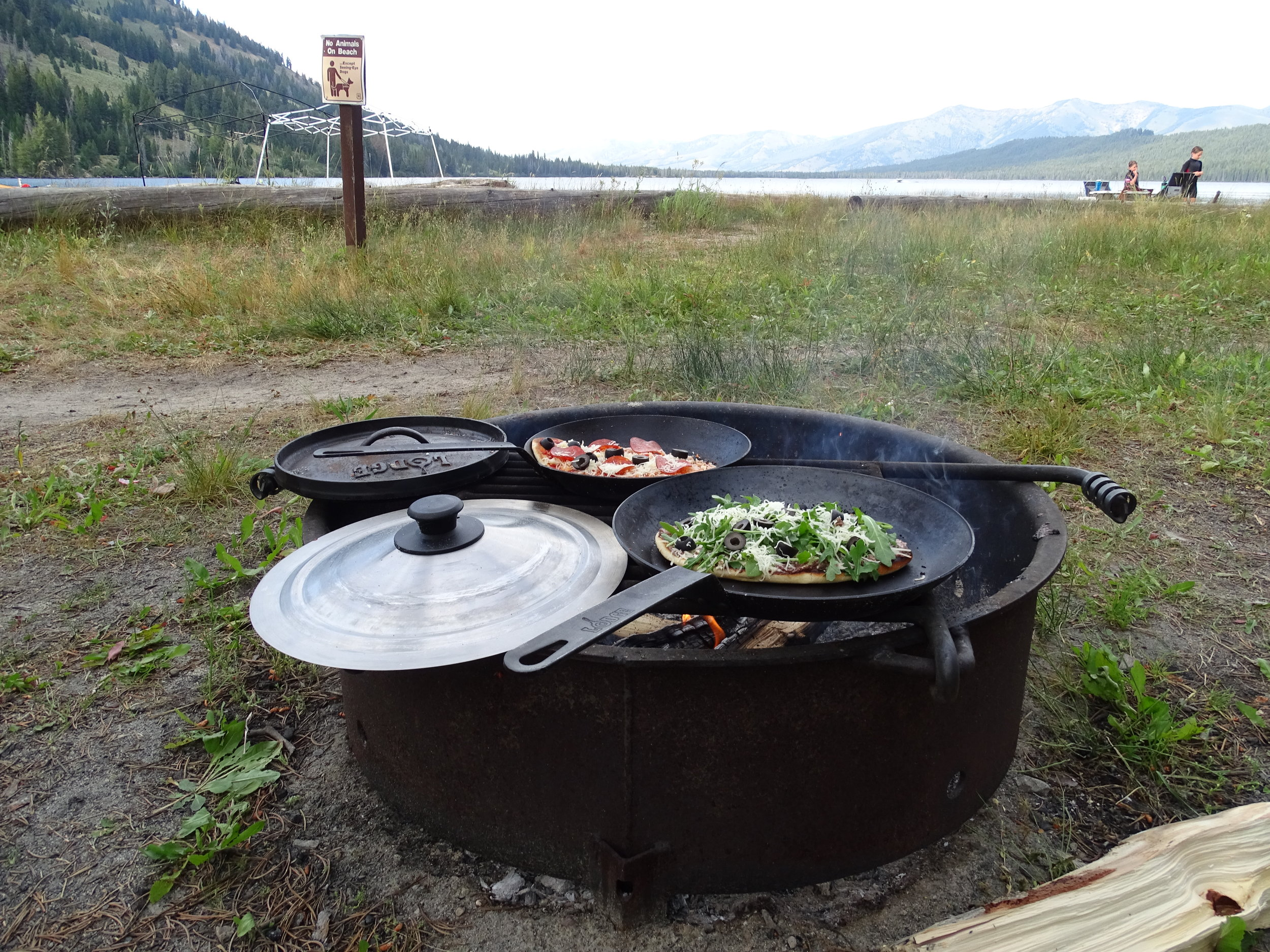 Nothing like some delicious campfire pizza!
