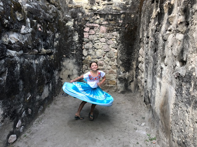 Isla's free dance performance in the ruins in Mitla!!!!