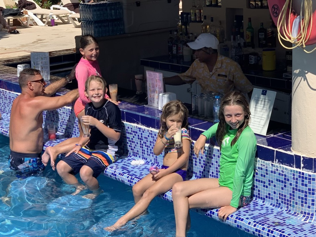 The girls at the swim up bar with some friends!