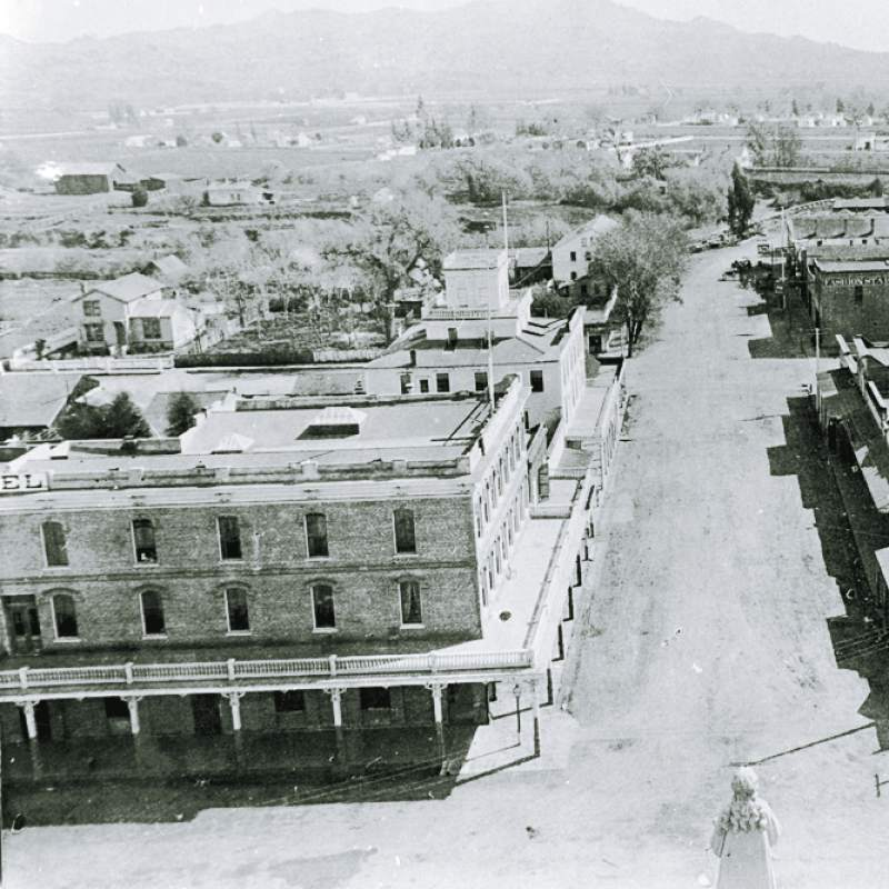 1900, view from top of courthouse square looking south towards grand hotel.jpg