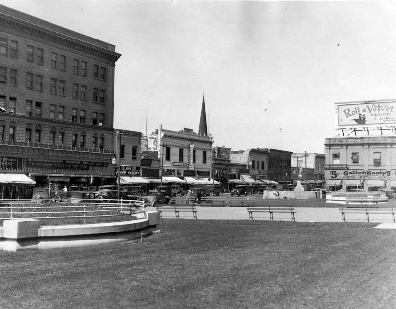 1920, cars line next to old courthousesquare.jpg