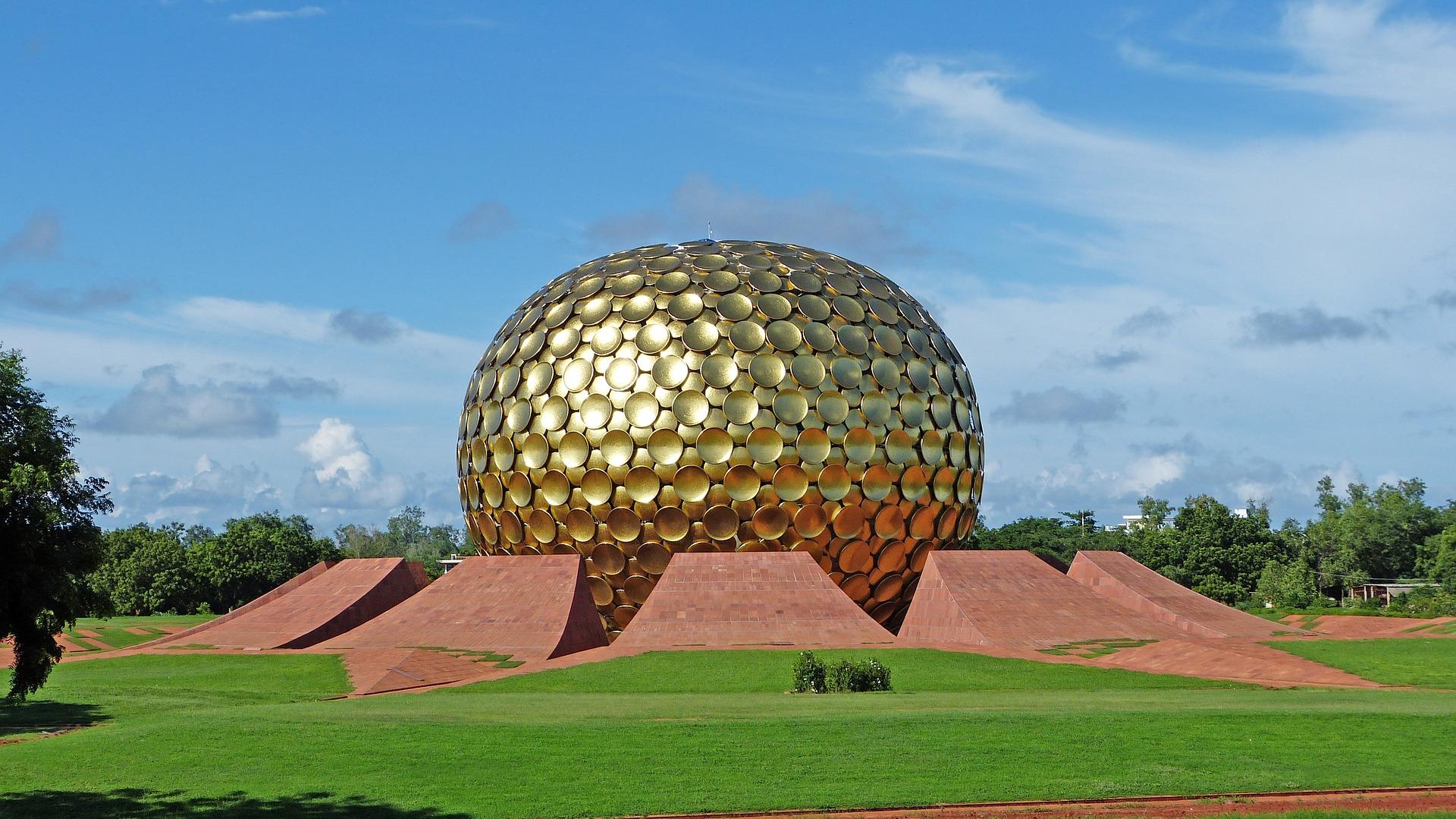 Auroville-matrimandir.jpg