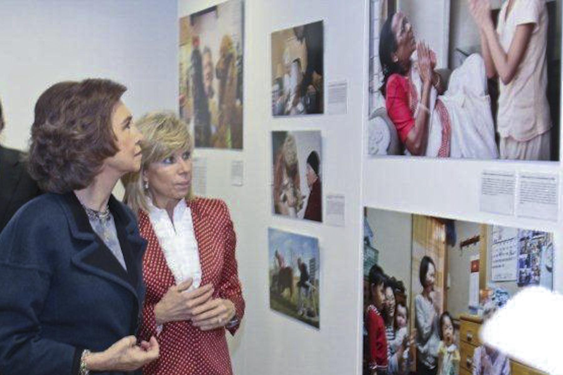 Queen Sofia of Spain at the Salamanca exhibit, 2011.