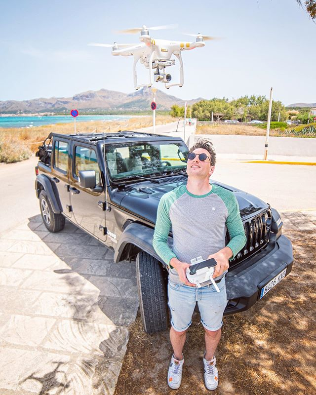 Gotcha! Drone trouble on #mallorca with @rene_kwasny 📸 @phil.max.wil  #dji #beach #jeep #ocean #drone #rollitfilms #instagood #boy #sunglasses #catch #phantom #summer #island #canon #xeen #14mm
