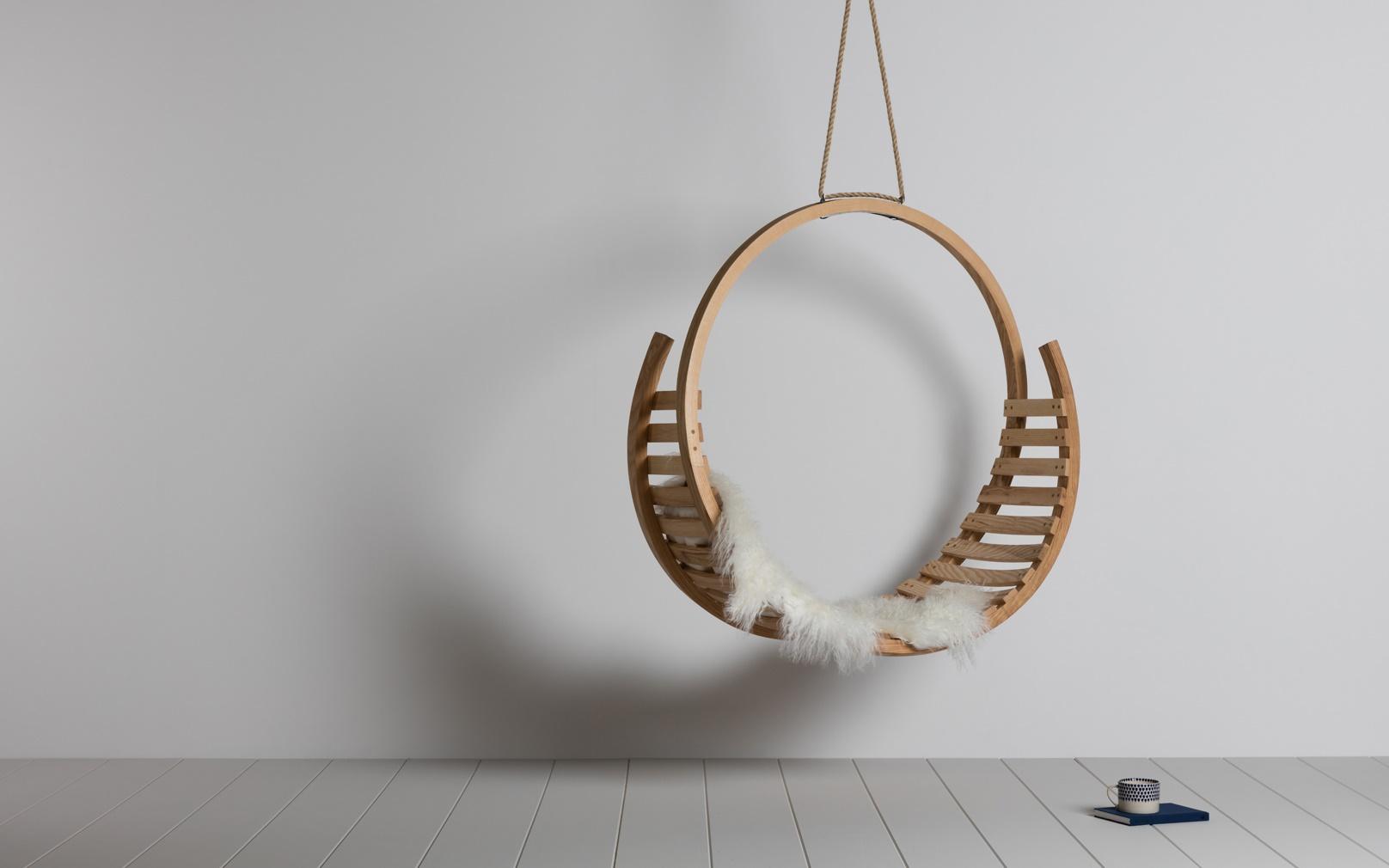 Amble Hanging Seat Lifestyle L 1180 x W 550 x H 1160.jpg