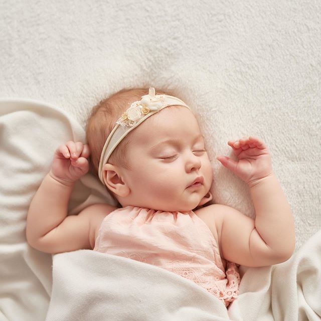 Want 3 ways to help your baby sleep better? - 1. Have an appropriate bedtime: for babies over 3 months, I generally like bedtimes between 6-8pm. This capitalizes on the natural dip in the circadian rhythm that occurs after the dinner hour and is not too late to risk over-tiredness. - 2. Be aware of wake times: make sure your little one is on an age-appropriate schedule. Is the time awake between naps and before bedtime correct? Are they getting the right number of naps? - 3: Practice independent sleep: children who fall asleep independently (without parental assistance) fall asleep more quickly and are able to put themselves back to sleep throughout the night as they connect sleep cycles. - Who is nailing all three? Which one(s) is the biggest struggle for you?👇🏻