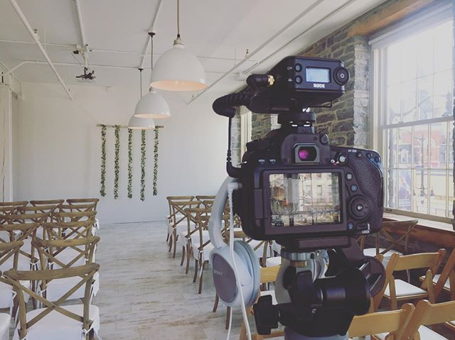 Still the most Pinterest-worth venue I've ever shot in. Today's #wedding is taking place at @fete.events.kingston 🥳❤️💍#film #video #videography #camera #ido #marriage #venue #forever #love #cute #spring #canon #fujifilm #romance #beautiful #bride #groom #dress #ygk