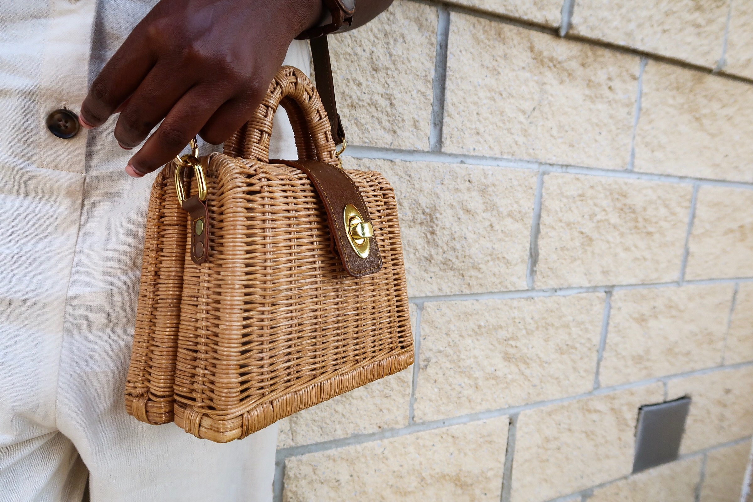 Shop Everina's basket bag. So chic!