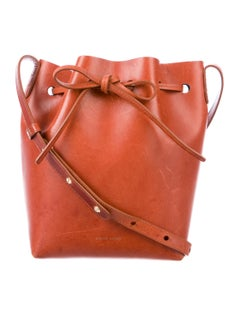 I love the color of this bag! And the size is perfect.