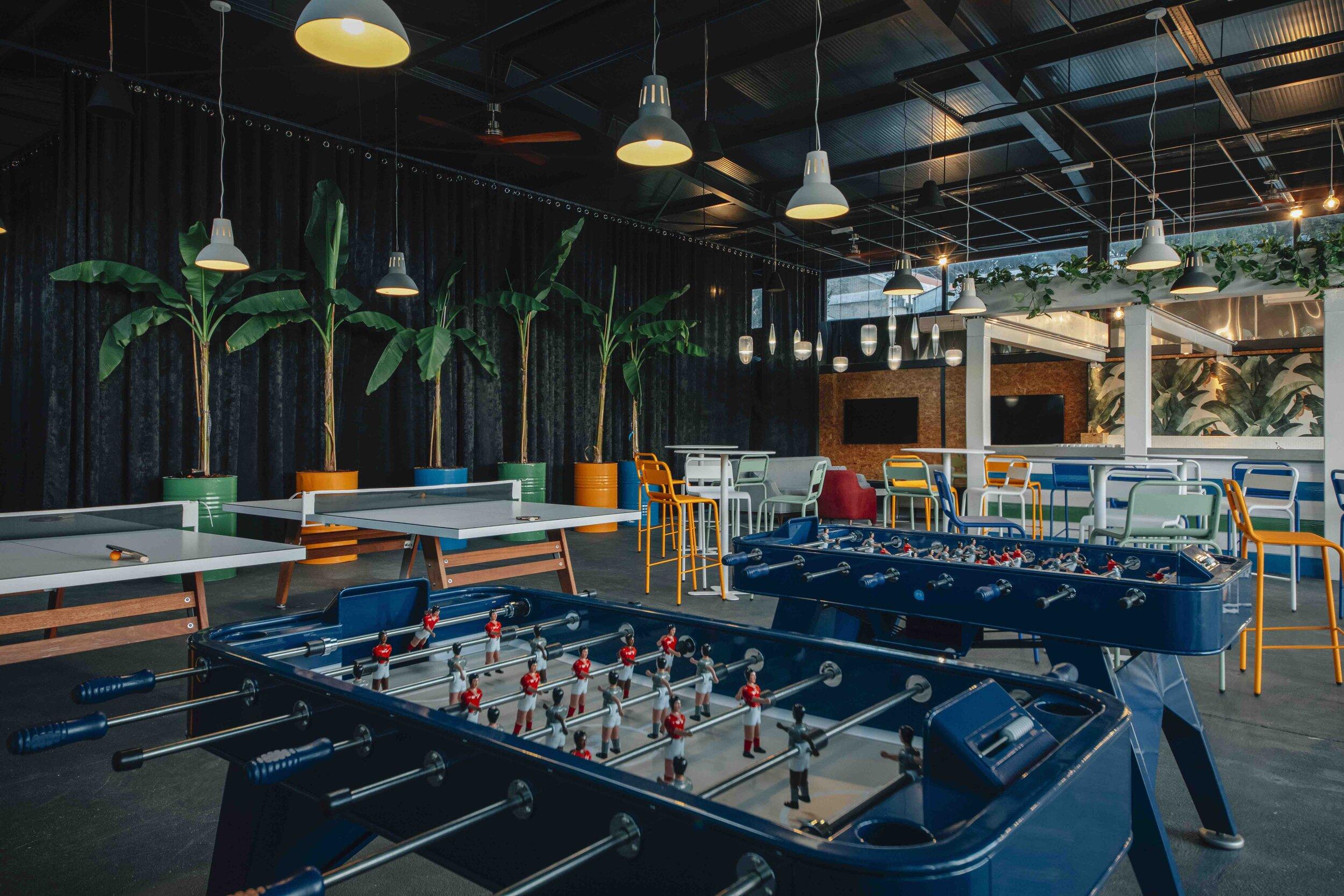 blue room bar biofilico biophilic design interiors