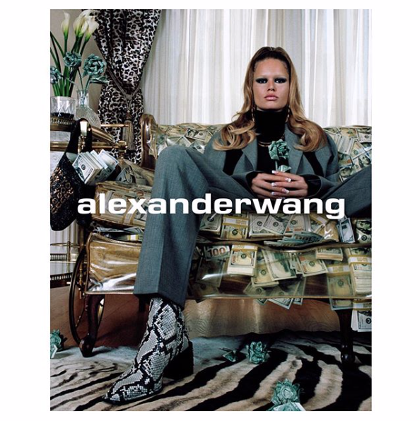Anna Ewers.png