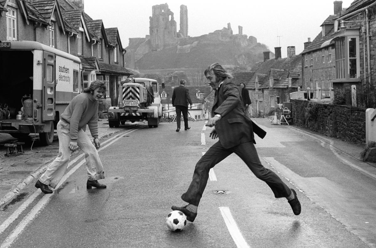 021-Shrove-Tuesday-Corfe-Castle-Football-traditional-english-ball-game-BRITISH-FOLK-CUSTOMS-ENGLAND-1970s_.jpg