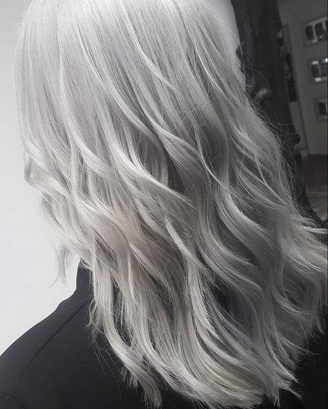 #whitehairdontcare #whitehair #waveshair #schwarzkopfpro #schwarzkopf #photography #photoofthedays #girlsday #girlpower #hairlooks #hairtrends2019 #hairartist #haircolorist #hairofinstagram #hairgoals
