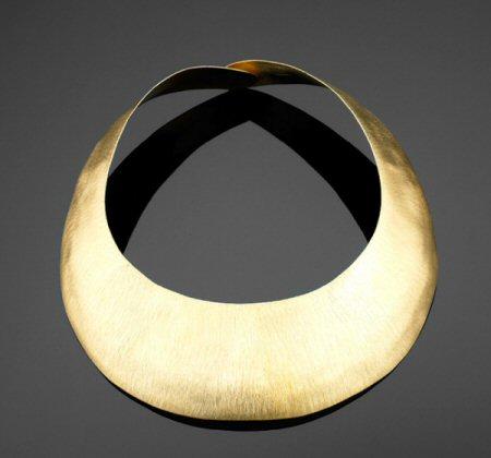 necklaces-plain-metal-330015.jpg